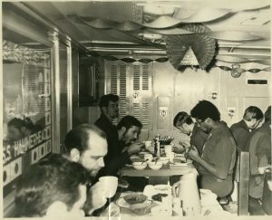 USS_HAMMERHEAD_SSN663_Thanksgiving_Under_the_Polar_Cap.jpg